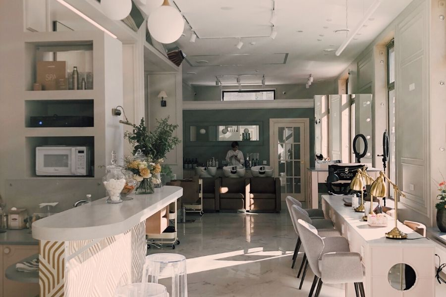 Sufit podwieszany akustyczny- poznaj jego zastosowanie i montaż